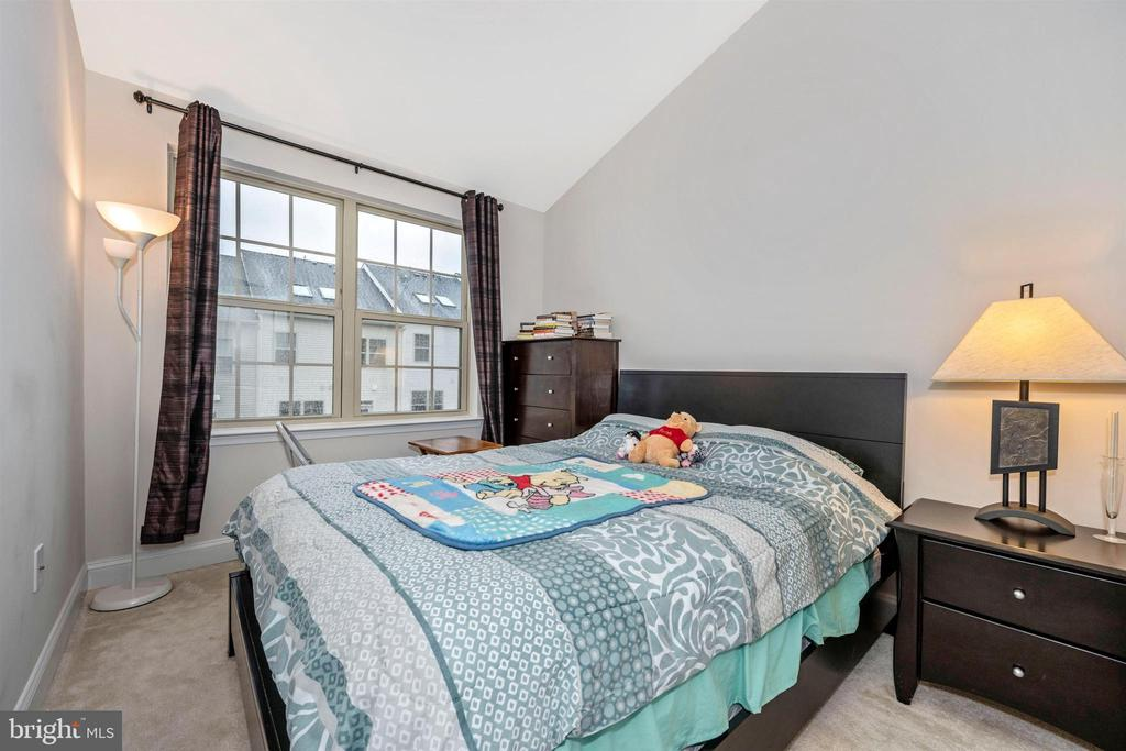 Bedroom #2 w/ Vaulted Ceiling - 11882 SNOWDEN FARM PKWY, CLARKSBURG