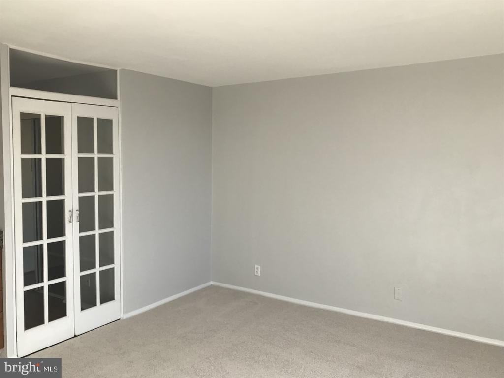 Living Area - 3315 WISCONSIN AVE NW #408, WASHINGTON