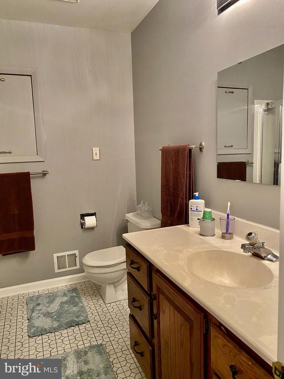 Full Shower & Bath Between Bedrooms - 11798 TARGET CT, WOODBRIDGE