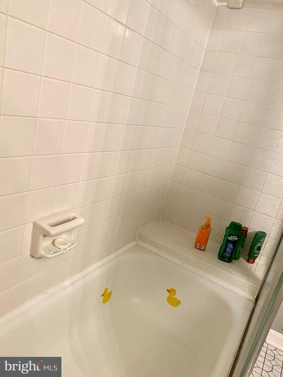 Extra Long Bath w/Sit on Shelf - 11798 TARGET CT, WOODBRIDGE
