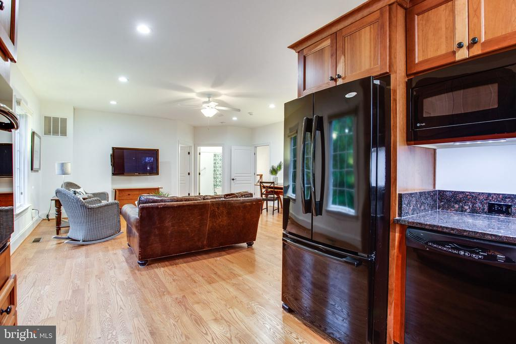 Fully equipped kitchen - 10464 SPRINGVALE MEADOW LN, GREAT FALLS