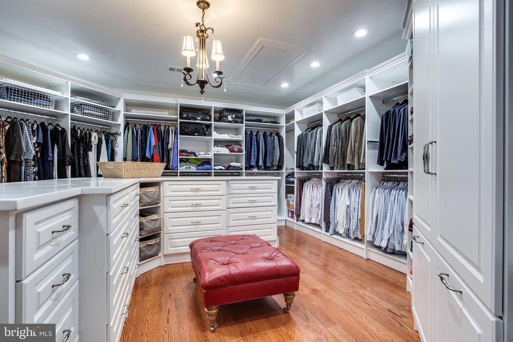 WOW custom closet - 10464 SPRINGVALE MEADOW LN, GREAT FALLS