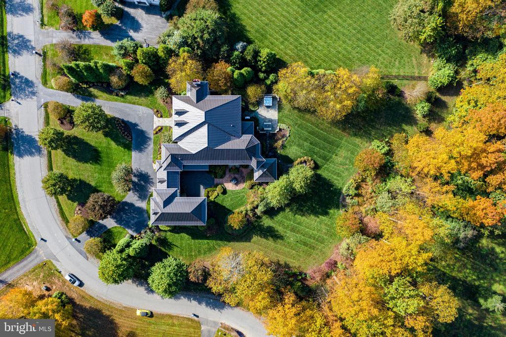 The utmost in privacy - 10464 SPRINGVALE MEADOW LN, GREAT FALLS