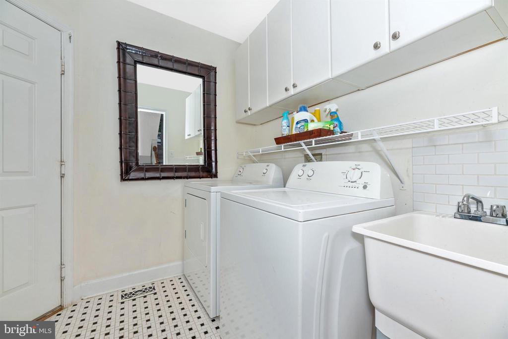 Main level mud room, washer & dryer, garage door. - 6287 IVERSON TER S, FREDERICK
