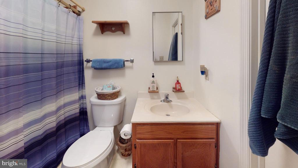 Hall bath - 107 W O ST, PURCELLVILLE
