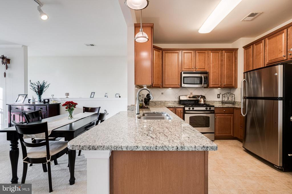Dining room & kitchen - 24677 LYNETTE SPRINGS TER #302, ALDIE