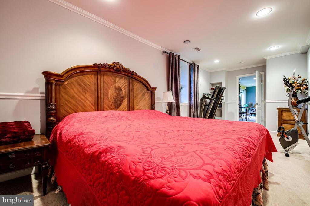 Lower Level 5th Bedroom - 5408 BANTRY CT, WOODBRIDGE