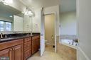 MBA with granite dual sinks - 5408 BANTRY CT, WOODBRIDGE