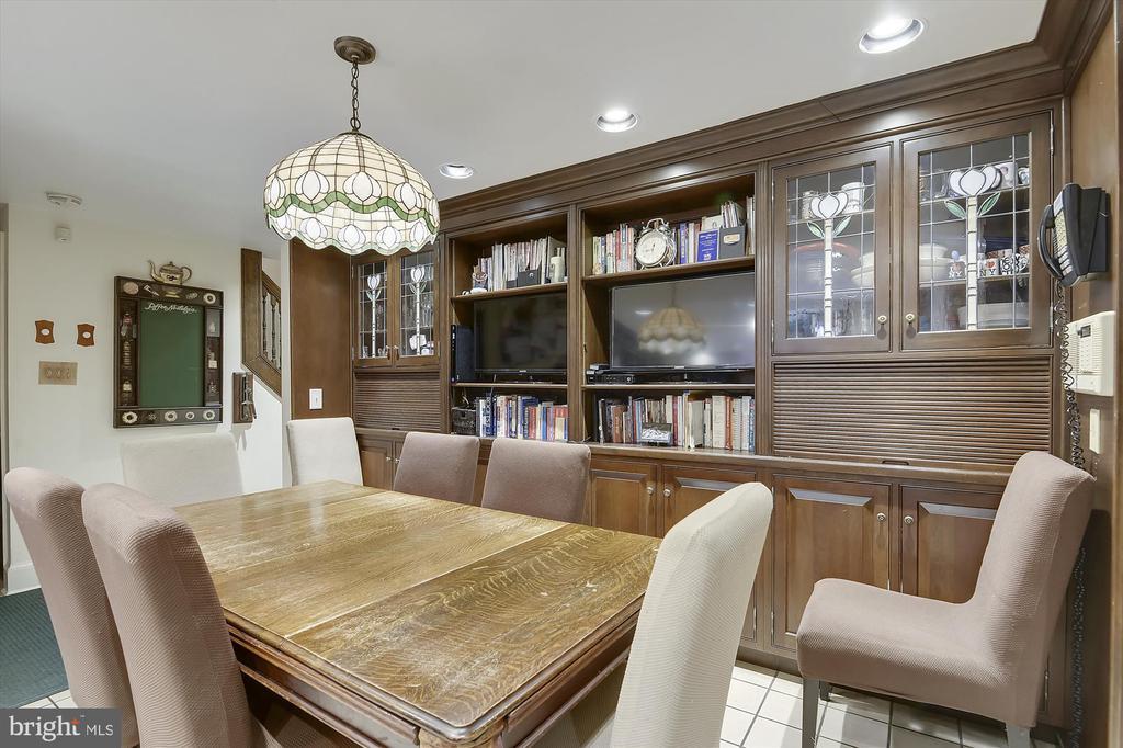 Kitchen seating - 2034 O ST NW, WASHINGTON