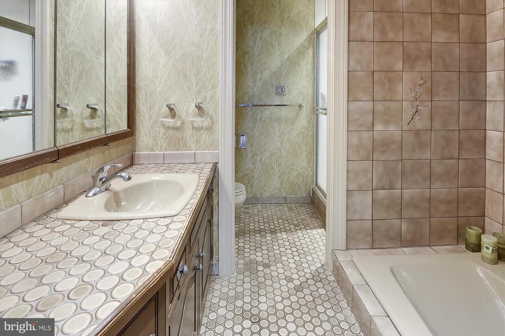 Master bath with soaking tub - 2034 O ST NW, WASHINGTON