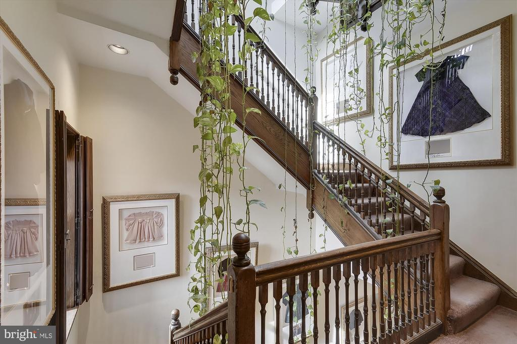 Stairway to 3rd floor - 2034 O ST NW, WASHINGTON