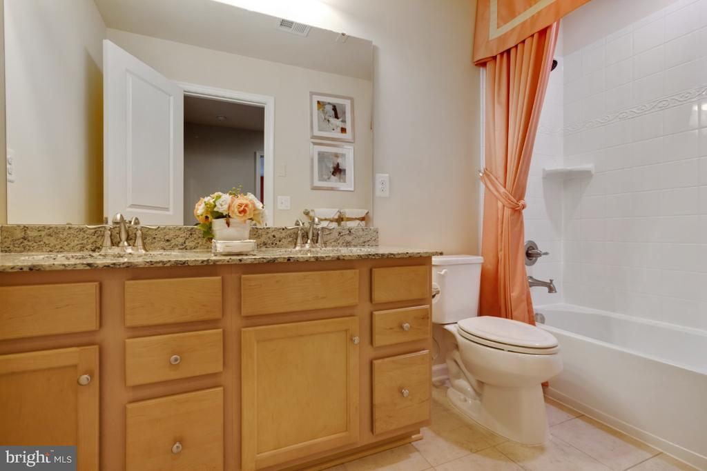 Shared bath with double vanity - 12377 MAYS QUARTER RD, WOODBRIDGE