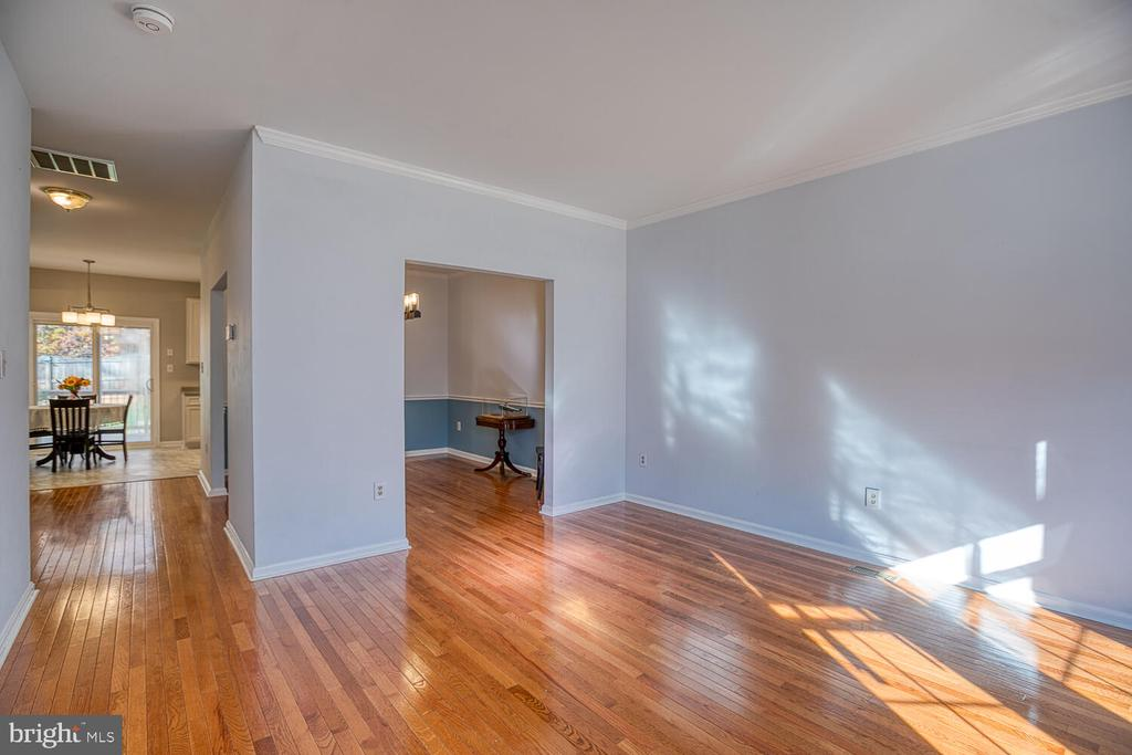 Gorgeous hardwood floors! - 23 CANDLERIDGE CT, STAFFORD