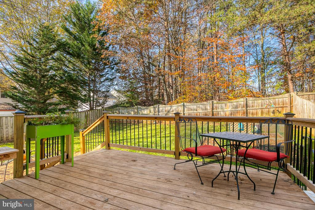 Beautiful new deck - 23 CANDLERIDGE CT, STAFFORD