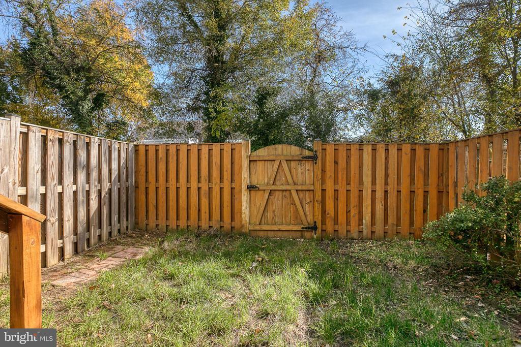 Fenced Back Yard - 3727 ROXBURY LN, ALEXANDRIA