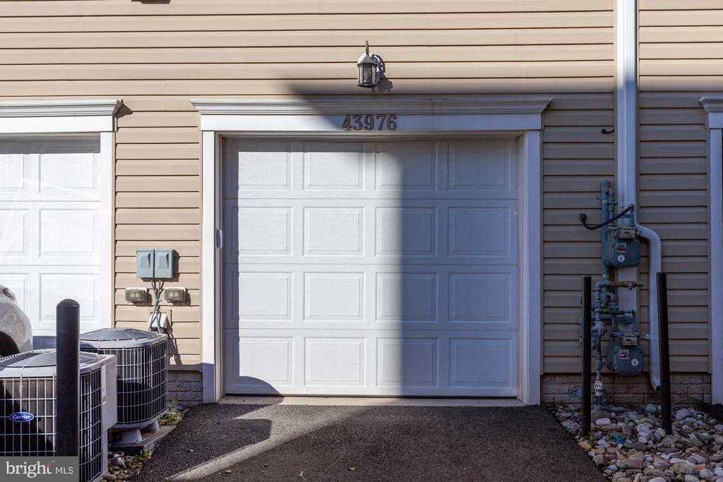 1-car garage + driveway parking - 43976 VAIRA TER, CHANTILLY