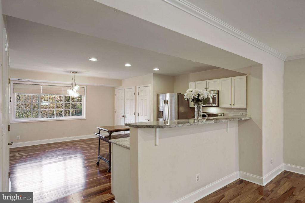 Kitchen and dining area - 1573 N VAN DORN ST #B, ALEXANDRIA