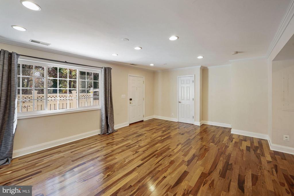 Spacious living room - 1573 N VAN DORN ST #B, ALEXANDRIA