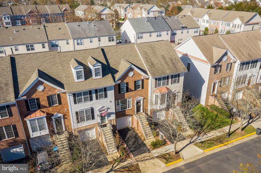New Roof 2016 - 43669 SCARLET SQ, CHANTILLY