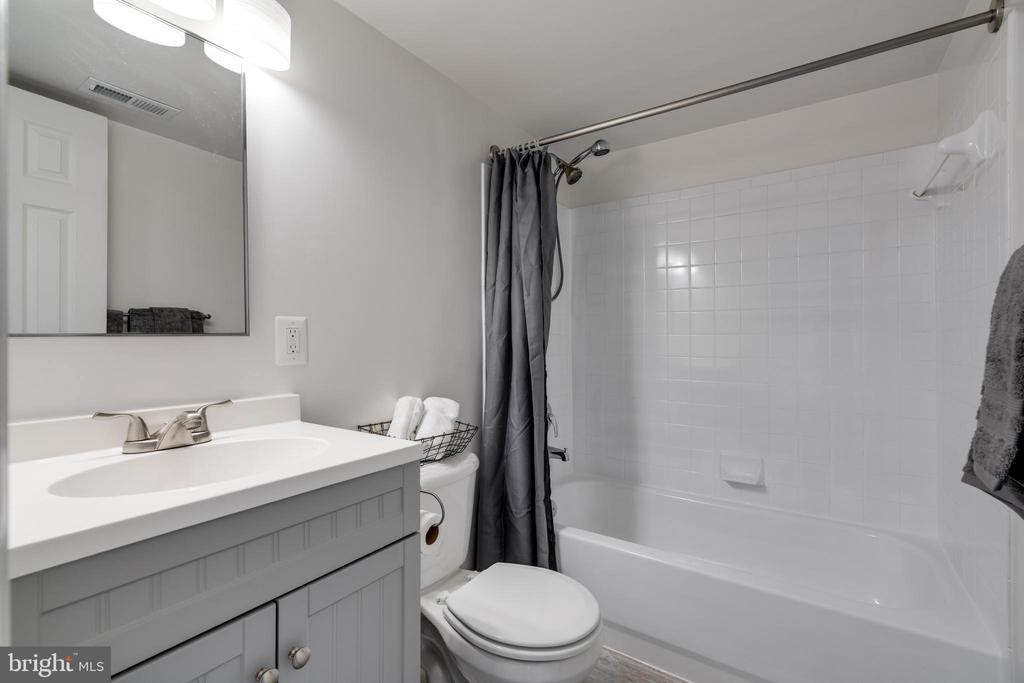 Full renovated bath - 1403 N VAN DORN #C, ALEXANDRIA