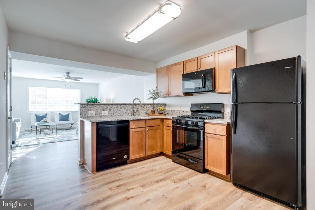BRAND NEW appliances - 1403 N VAN DORN #C, ALEXANDRIA