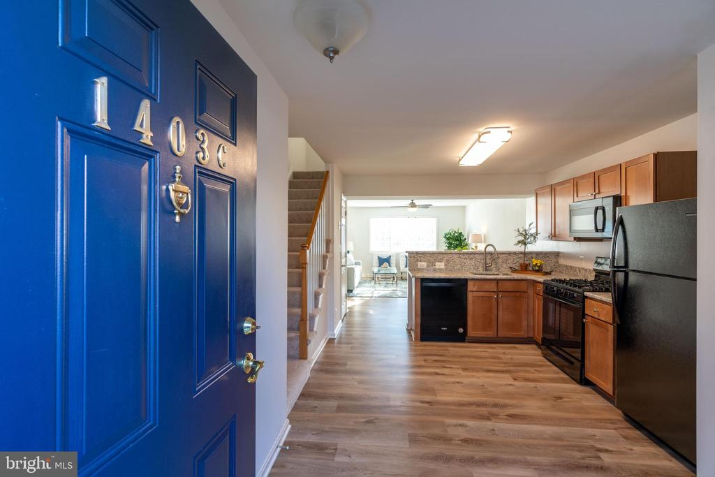 Renovated and ready for new owners! - 1403 N VAN DORN #C, ALEXANDRIA