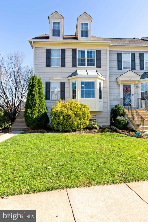 - 142 CONNERY TER SW, LEESBURG