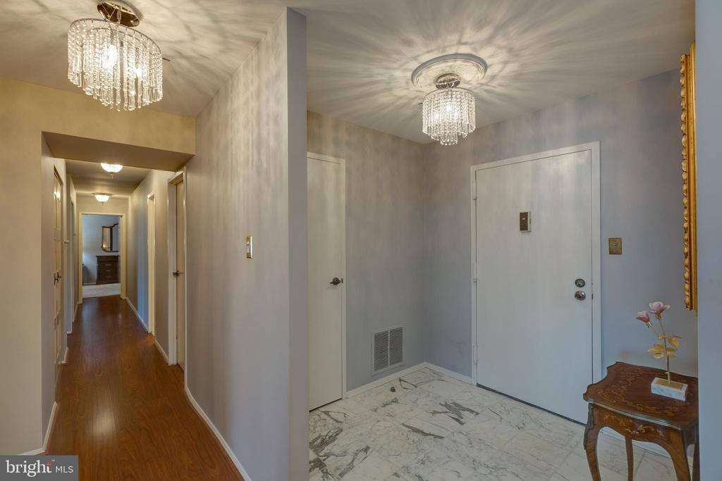 *Marble floors and stunning chandeliers - 3031 BORGE ST #212, OAKTON