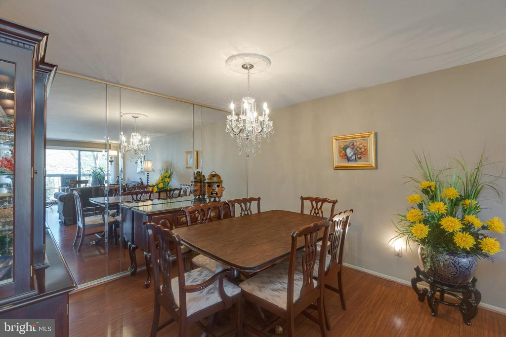 *Spacious Formal D/R with floor to ceiling glass - 3031 BORGE ST #212, OAKTON