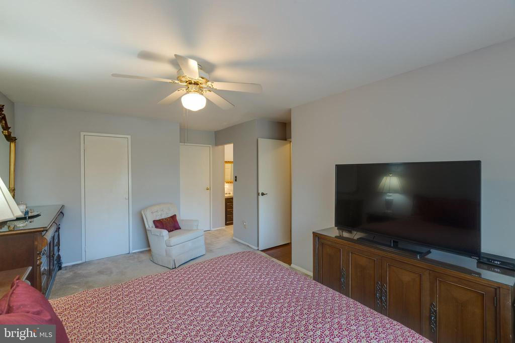 *Space for all bedroom furniture & more closets - 3031 BORGE ST #212, OAKTON