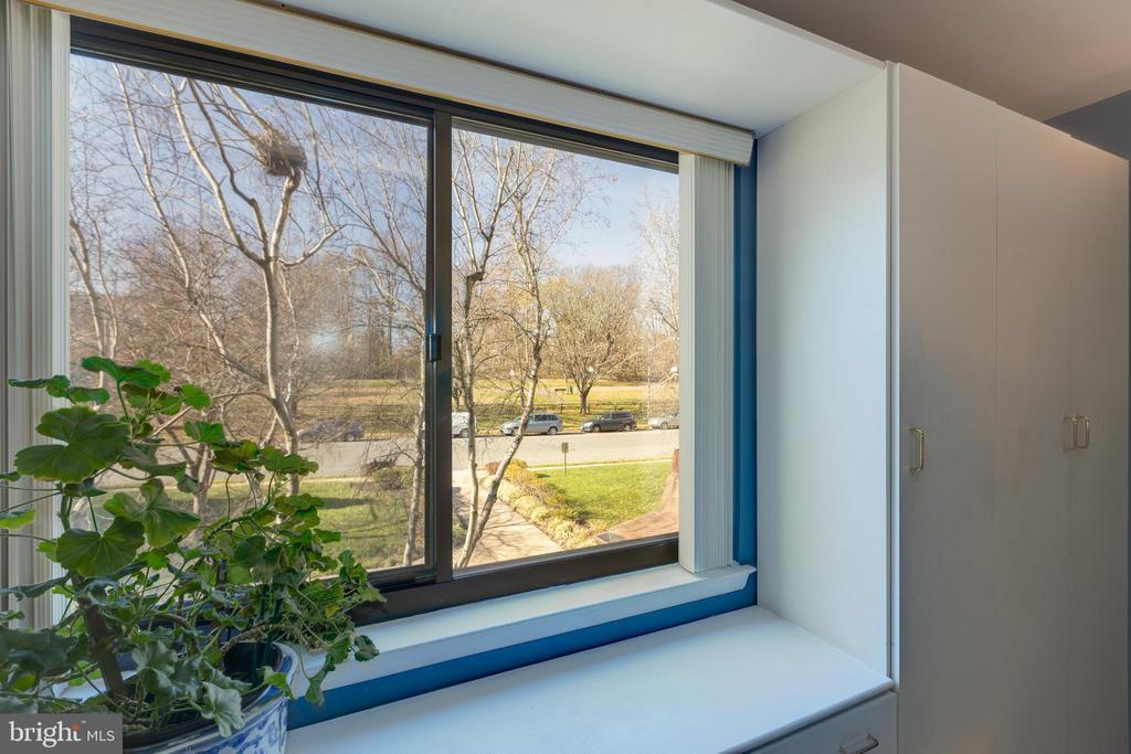 *Gorgeous bench seat window - 3031 BORGE ST #212, OAKTON