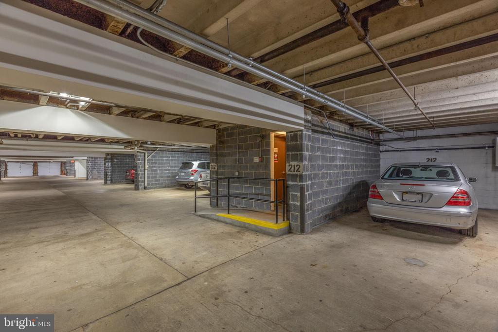 *Private underground parking right by elevator - 3031 BORGE ST #212, OAKTON