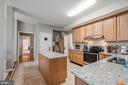 Kitchen Island - 5040 CANNON BLUFF DR, WOODBRIDGE