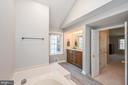 Master Bath w/ New Floor - 5040 CANNON BLUFF DR, WOODBRIDGE