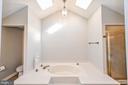 Master Bath with Soaking Tub - 5040 CANNON BLUFF DR, WOODBRIDGE