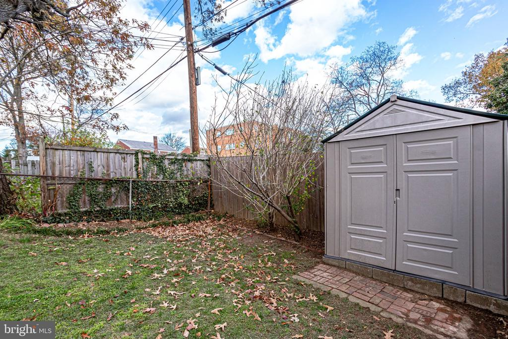 Storage shed conveys - 501 S VEITCH ST, ARLINGTON