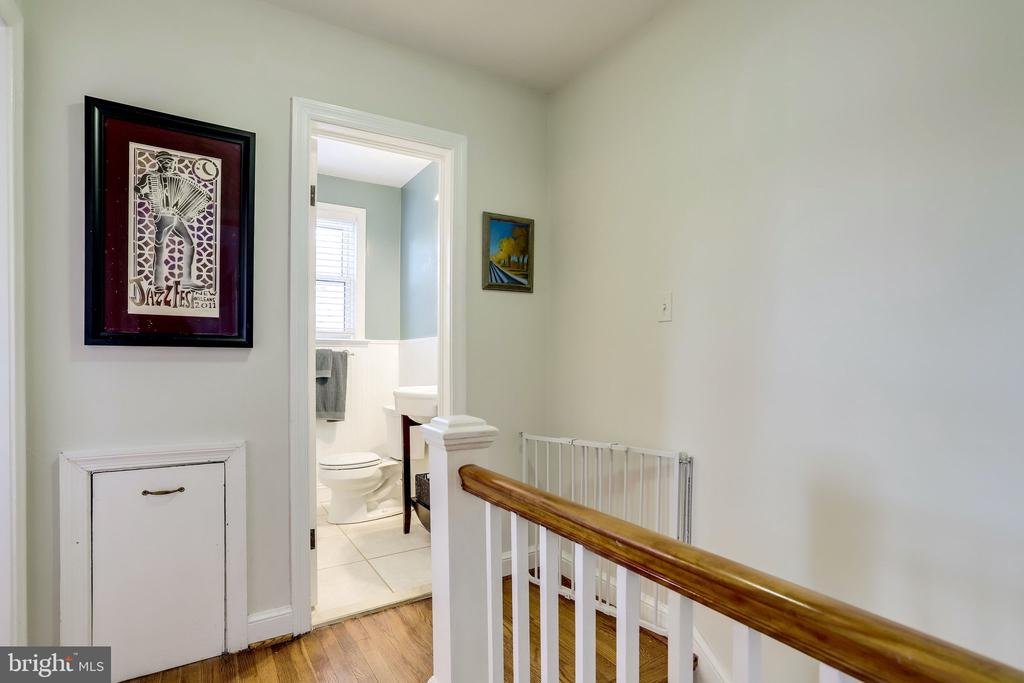 2nd floor landing - 501 S VEITCH ST, ARLINGTON
