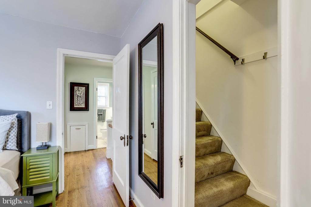 Access to 3rd bedroom - 501 S VEITCH ST, ARLINGTON