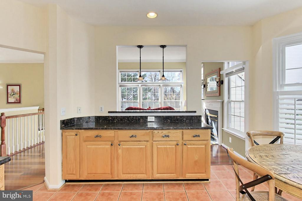 Ample counter space = lots of space for meal prep! - 47525 SAULTY DR, STERLING