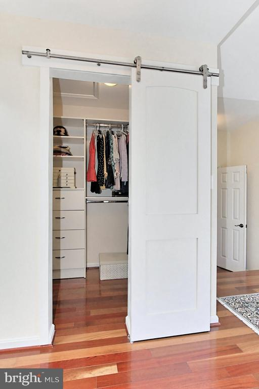 Dual walk-in closets w/ custom organizers. - 47525 SAULTY DR, STERLING