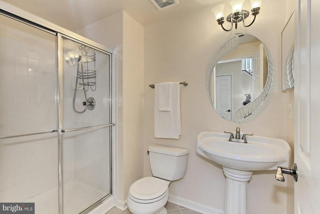 LL Updated Full Bath adjacent to LL bedroom. - 47525 SAULTY DR, STERLING