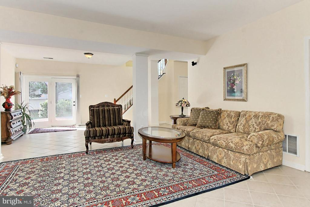 Plenty of space for media, games and exercise! - 47525 SAULTY DR, STERLING