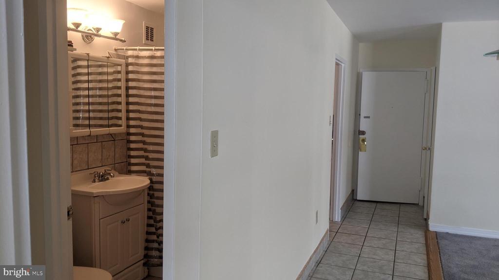 Hallway - 1121 ARLINGTON BLVD #530, ARLINGTON