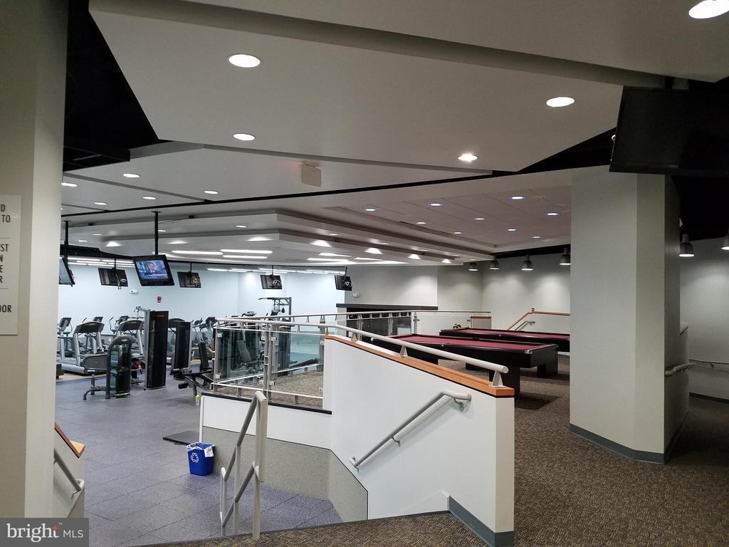 Entertainment center - 1121 ARLINGTON BLVD #530, ARLINGTON