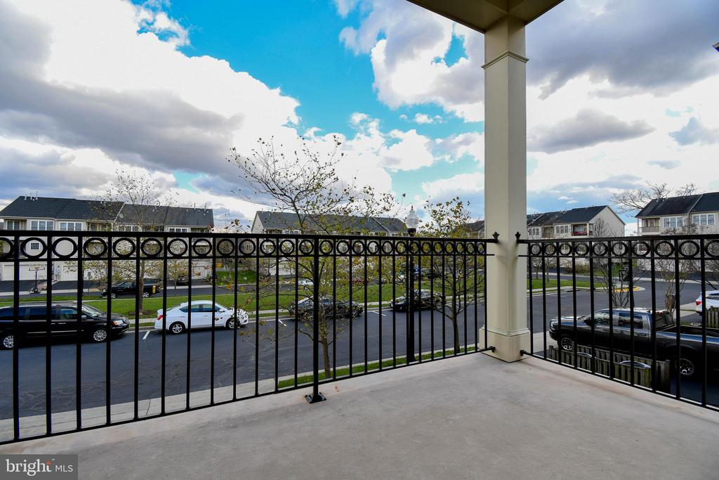 Main level covered balcony - 25811 MEWS TER, CHANTILLY