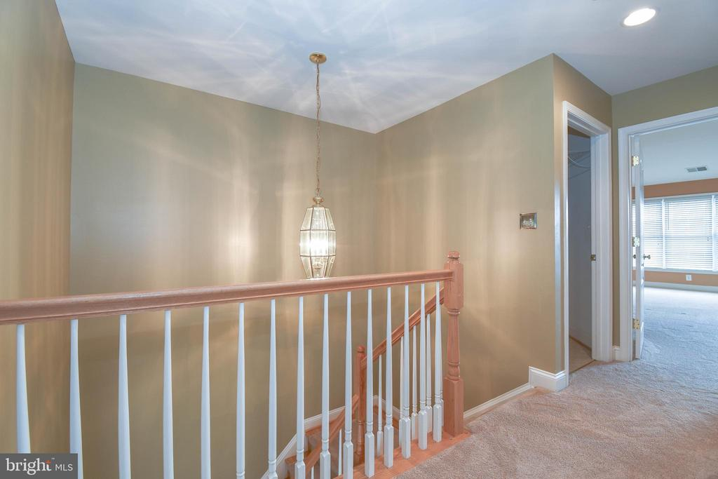 Upper level hall - 25811 MEWS TER, CHANTILLY