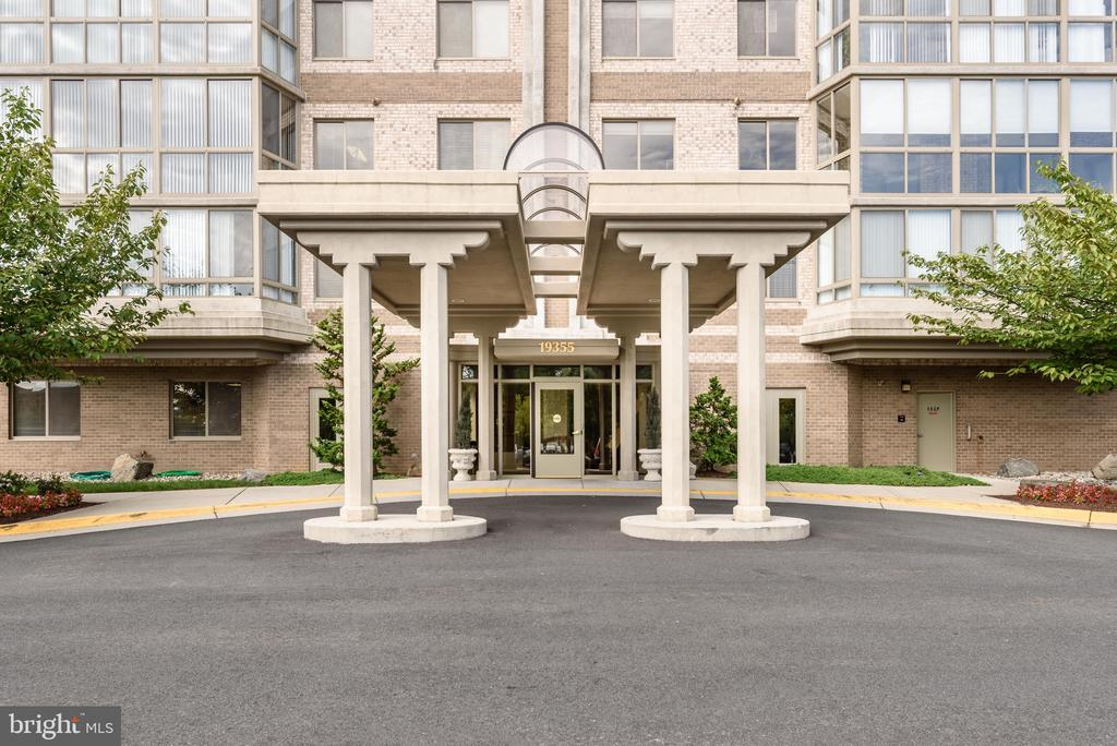Rarely available 1 bedroom/1.5 bath in Riverview! - 19355 CYPRESS RIDGE TER #405, LEESBURG