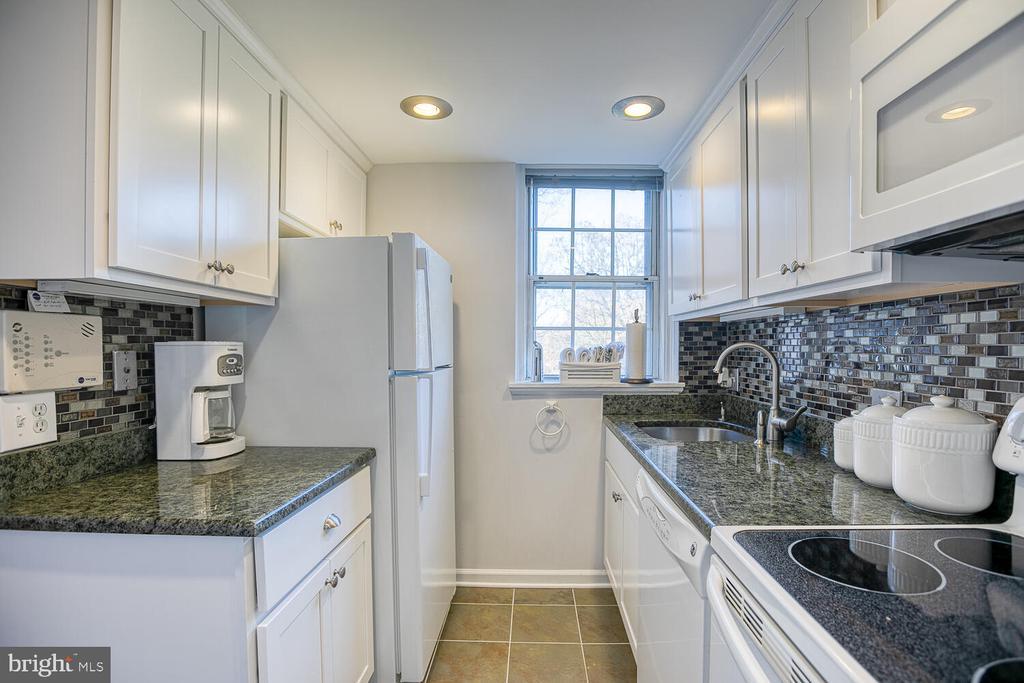 Kitchen - 2923 S DINWIDDIE ST, ARLINGTON