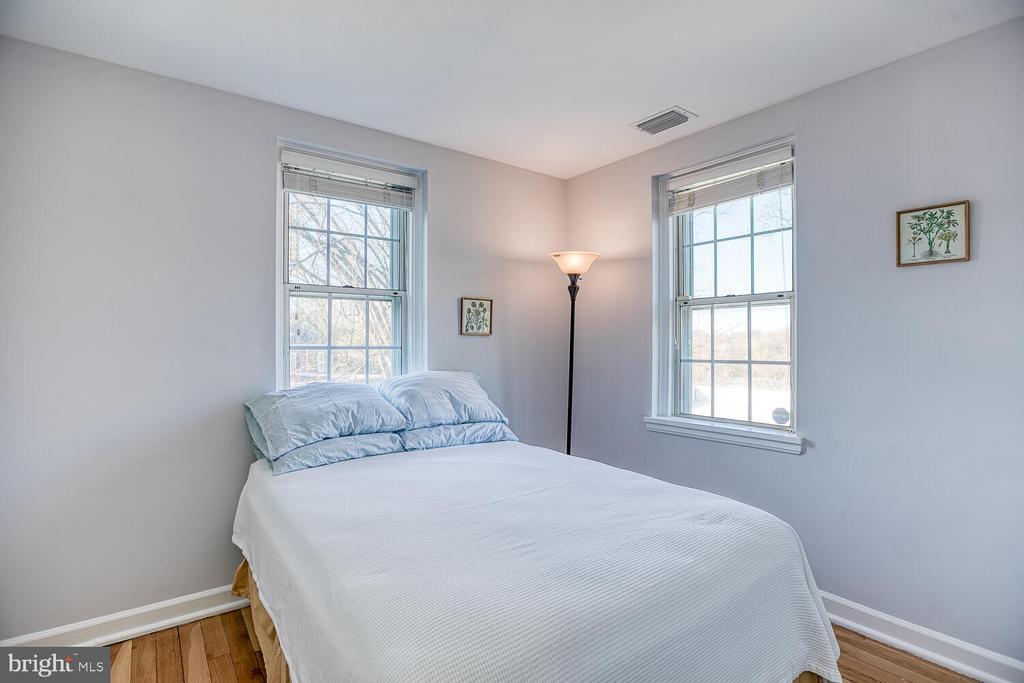 Bedroom 2 - 2923 S DINWIDDIE ST, ARLINGTON