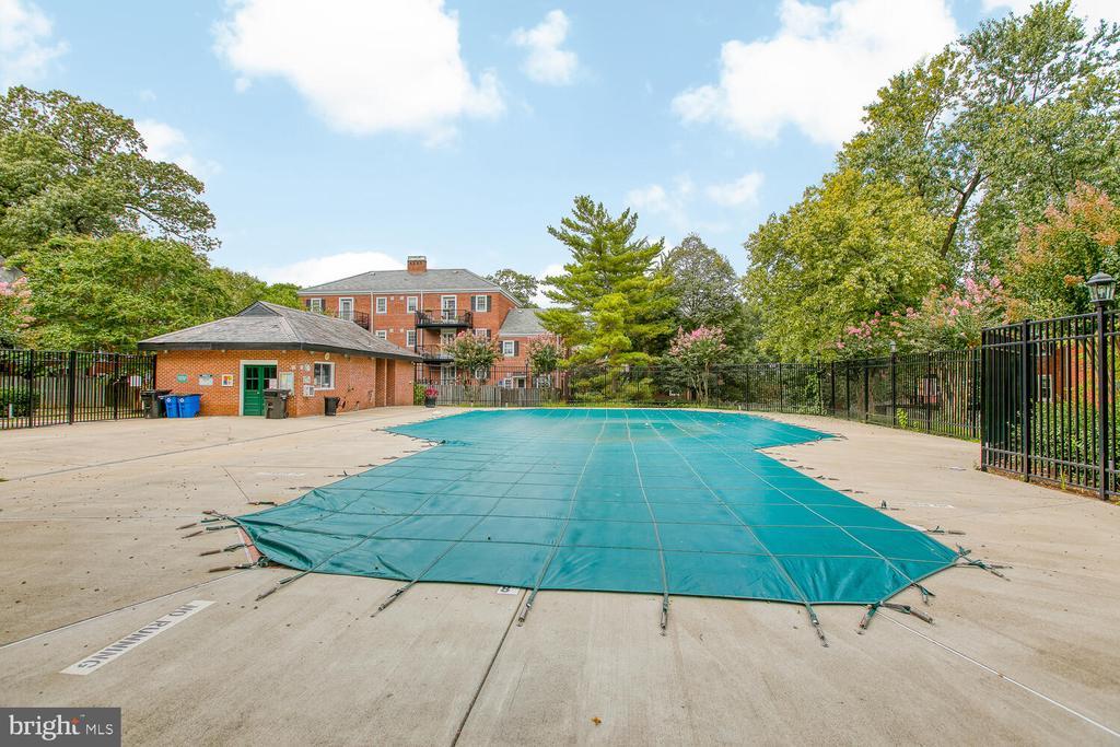 Pool is nearby! - 2923 S DINWIDDIE ST, ARLINGTON